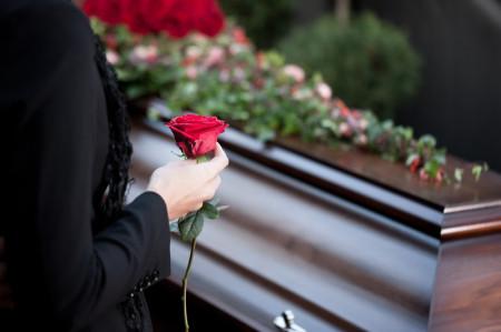 Sarg, Beerdigung, Erdbestattung